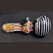 The Fumed Glass Frog Spoon Pipe showing the pink fuming